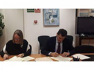 ACUAES firma el convenio con la Comunidad...